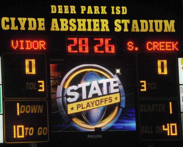 The Vidor High School Pirates football team played the Humble Summer Creek Bulldogs at 7 p.m. Friday night at Clyde Abshier Stadium in Deer Park Texas. This is a Class 4A Division I first round game.  At the half, Humble Summer Creek was ahead 24-14. Dave Ryan/The Enterprise Photo: Dave Ryan