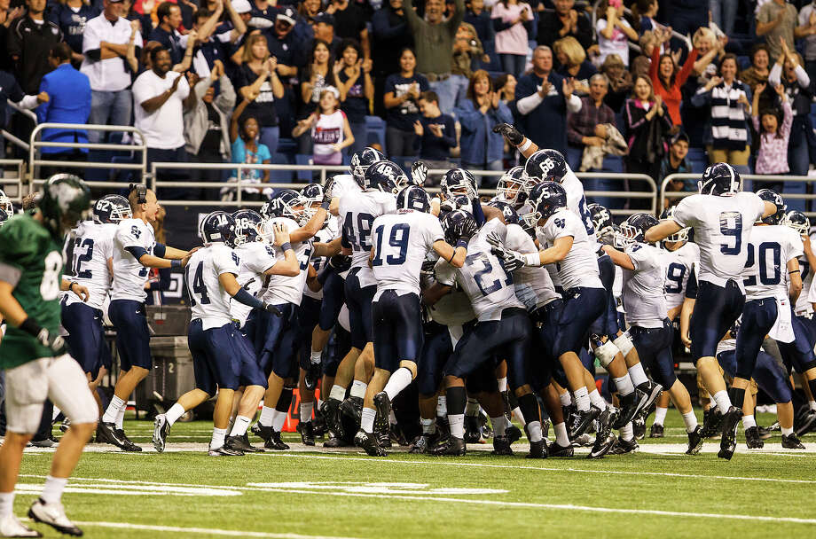 The Smithson Valley Rangers celebrate after a game-clinching interception with 13 seconds remaining in their Class 5A Division II first round game at the Alamodome on Nov 16, 2012. Smithson Valley advance with a 21-14 victory over the Rattlers.  MARVIN PFEIFFER/ mpfeiffer@express-news.net Photo: MARVIN PFEIFFER, Express-News / Express-News 2012