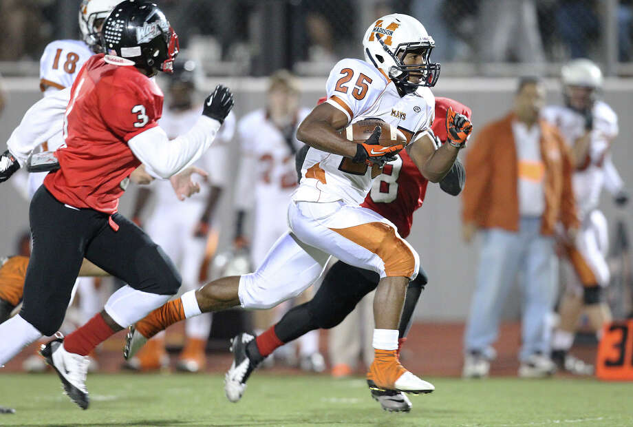 Madison's Galen McAllister (25) bursts past Wagner's Chiante Rome (08) and DeAnthony Lee (03) on his way to an eventual early touchdown in the Class 5A District I playoff game in the first half at Rutledge Stadium on Friday, Nov. 16, 2012. Photo: Kin Man Hui, Express-News / © 2012 San Antonio Express-News
