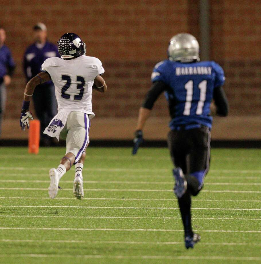 Angleton's Joshawa Wet races for the winning touchdown against Friendswood during a high school football game between Angleton and Friendswood in a Class 4A Division 1 playoffs at Hall Stadium on November 16, 2012. Angleton won 48-41. Photo: Bob Levey, Houston Chronicle / ©2012 Bob Levey