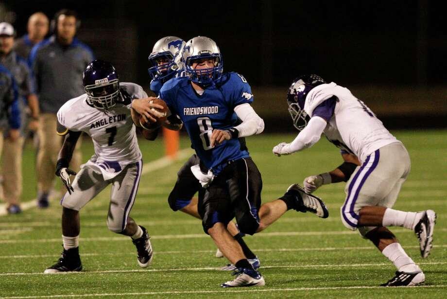 Utility Friendswood quarterback Jordan Wood Photo: Bob Levey, Houston Chronicle / ©2012 Bob Levey