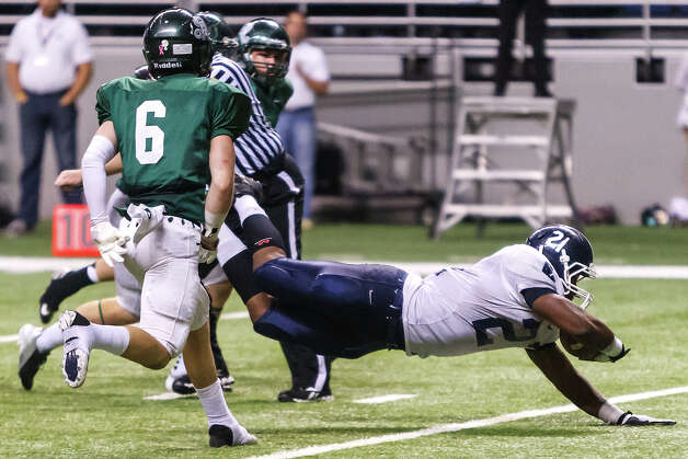 Smithson Valley's Lawrence Mattison dives across the end zone for his third touchdown of the game during their Class 5A Division II first round game with Reagan at the Alamodome on Nov 16, 2012.  Smithson Valley won the game 21-14.  MARVIN PFEIFFER/ mpfeiffer@express-news.net Photo: MARVIN PFEIFFER, Express-News / Express-News 2012