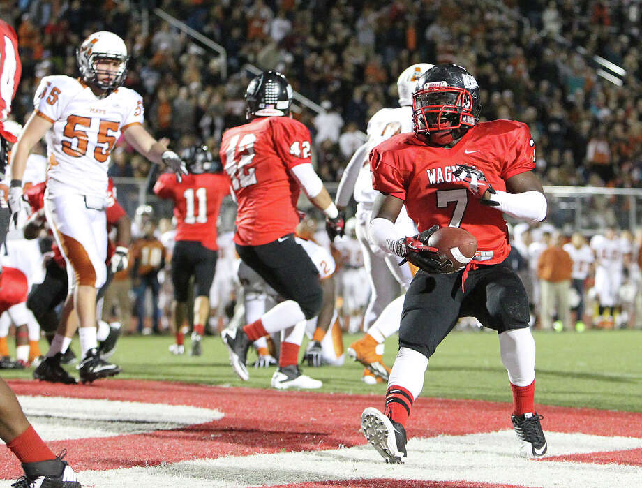 Wagner's Robert Gardner (07) scores a short yardage touchdown against Madison in the Class 5A District I playoff game in the first half at Rutledge Stadium on Friday, Nov. 16, 2012. Photo: Kin Man Hui, Express-News / © 2012 San Antonio Express-News