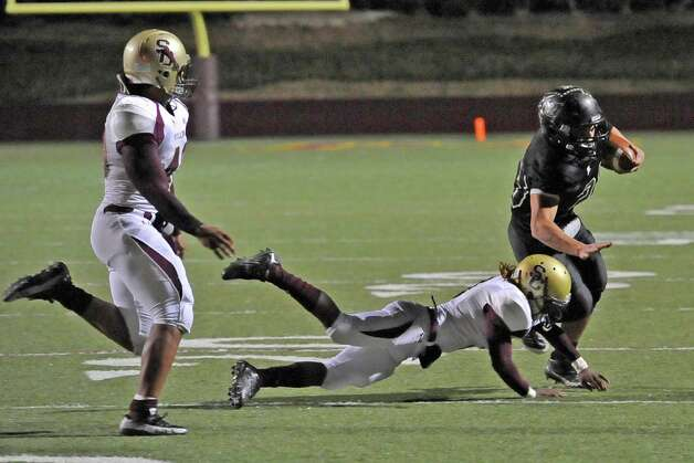 Pirate #23, Montana Quirante, right, blocks a tackle as he heads downfield for the firstdown. The Vidor High School Pirates football team played the Humble Summer Creek Bulldogs at 7 p.m. Friday night at Clyde Abshier Stadium in Deer Park Texas. This is a Class 4A Division I first round game.  At the half, Humble Summer Creek was ahead 24-14. Dave Ryan/The Enterprise Photo: Dave Ryan