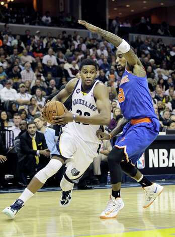 Memphis Grizzlies' Rudy Gay (22) drives past New York Knicks' J.R. Smith (8) during the second half of an NBA basketball game in Memphis, Tenn., Friday, Nov. 16, 2012. The Memphis Grizzlies defeated the New York Knicks 105-95. (AP Photo/Danny Johnston) Photo: Danny Johnston