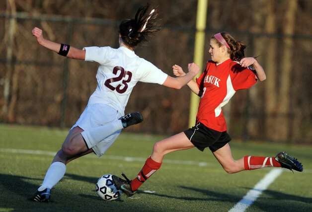 Masuk's Michelle Andrzejewski controls the ball as East Lyme's Megan Holt defends during the Class L semifinals Saturday, Nov. 17, 2012 at Municipal Stadium in Waterbury, Conn. Photo: Autumn Driscoll / Connecticut Post