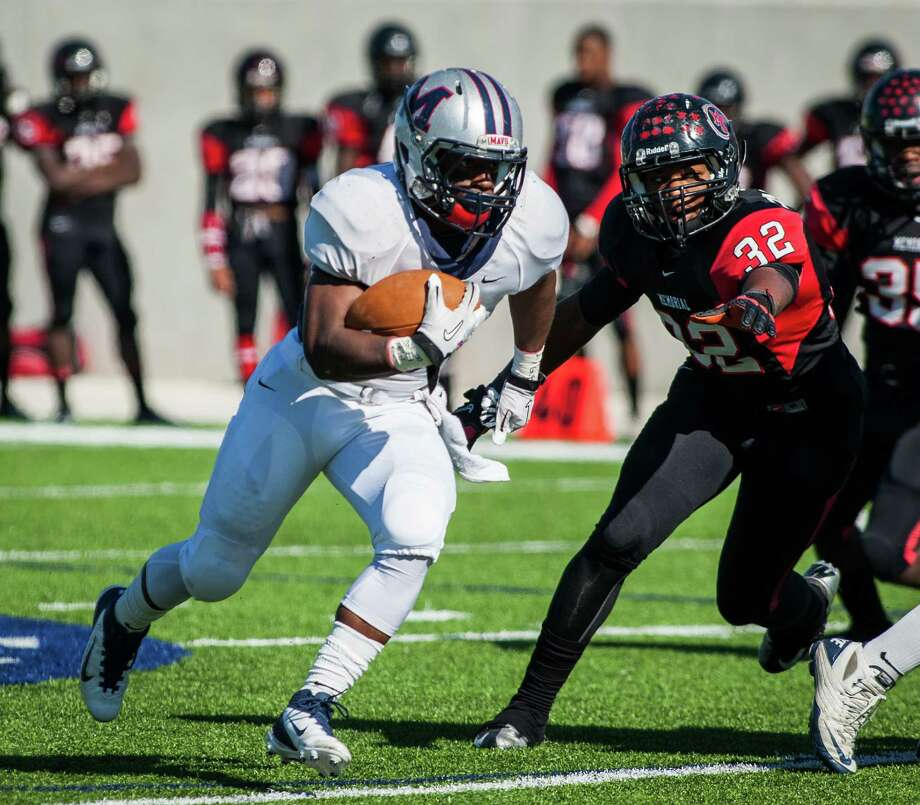 Manvel running back Richard Rose (5) carries the ball during the first quarter. Photo: Andrew Richardson, For The Chronicle / © 2012 Andrew Richardson