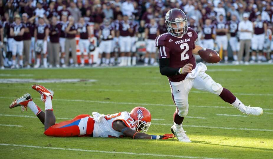 Texas A&M's Johnny Manziel (2) runs around Sam Houston State's Robert Shaw (23) for a touchdown d