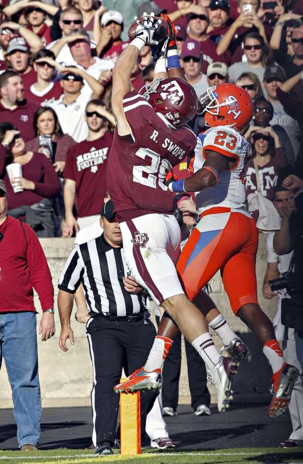 Ryan Swope #25 of the Texas A&M Aggies completes a catch in front of Robert Shaw #23 of the Sam Houston State Bearkats at Kyle Field on November 17, 2012 in College Station, Texas. (Bob Levey / Getty Images)