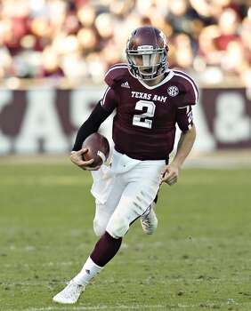 Johnny Manziel #2 of the Texas A&M Aggies rushes against the Sam Houston State Bearkats at Kyle Field on November 17, 2012 in College Station, Texas.  (Bob Levey / Getty Images)