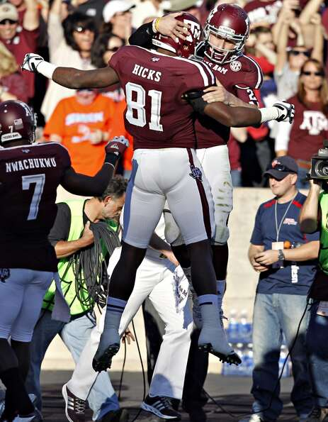 Nehemiah Hicks #81 of the Texas A&M Aggies celebrates with Johnny Manziel #2 of the Texas A&