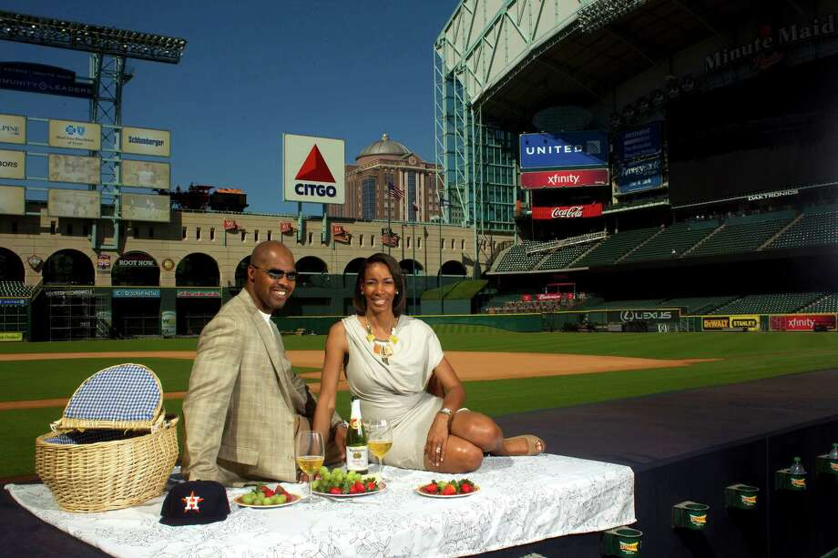New Astros manager Bo Porter and his wife, Stacey, get a first taste of Minute Maid Park last week. Photo: Johnny Hanson, Staff / © 2012  Houston Chronicle