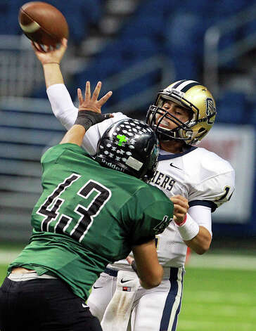 Panther quarterback Zach Galindo wings one over Justin Rangel as O'Connor plays Southwest in first round 5A playoff action at the Alamodome on November 17, 2012. Photo: Tom Reel, Express-News / ©2012 San Antono Express-News