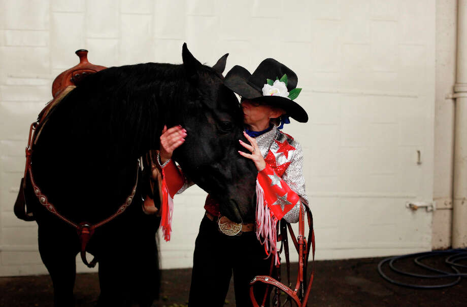 Laura Vaughn comforts her horse Pepper before a competing at The Grand National Drill Team Jackpot. Photo: Mike Kepka, The Chronicle / ONLINE_YES