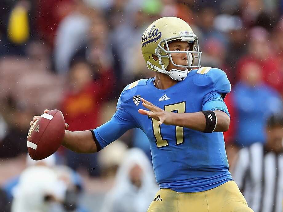 PASADENA, CA - NOVEMBER 17:  Quarterback Brett Hundley #17 of the UCLA Bruins drops back to pass against the USC Trojans in the first half at the Rose Bowl on November 17, 2012 in Pasadena, California.  UCLA defeated USC 38-28.  (Photo by Jeff Gross/Getty Images) Photo: Jeff Gross, Getty Images