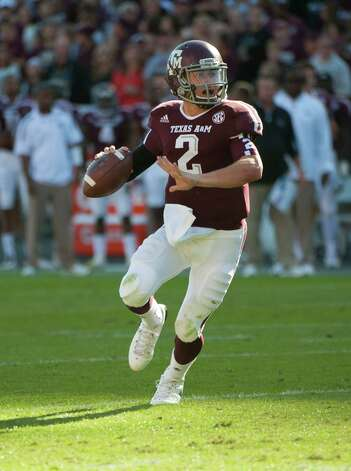 Texas A&M's Johnny Manziel sets to throw a touchdown pass during the first quarter of an NCAA college football game against Sam Houston State, Saturday, Nov. 17, 2012, in College Station, Texas. (AP Photo/Dave Einsel) Photo: Dave Einsel, Associated Press / FR43584 AP