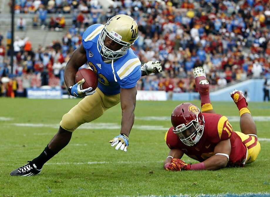 UCLA running back Johnathan Franklin, left, tries to stretch into the end zone against USC linebacker Hayes Pullard (10) in the first quarter at the Rose Bowl on Saturday, November 17, 2012, in Pasadena, California. (Gina Ferazzi/Los Angeles Times/MCT) Photo: Gina Ferazzi, McClatchy-Tribune News Service
