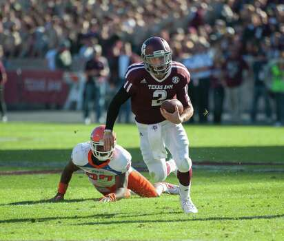 Texas A&M's Johnny Manziel (2) leaves Sam Houston State's Mike Littleton (27) behind on a run during the first quarter of an NCAA college football game, Saturday, Nov. 17, 2012, in College Station, Texas. (AP Photo/Dave Einsel) Photo: Dave Einsel, Associated Press / FR43584 AP