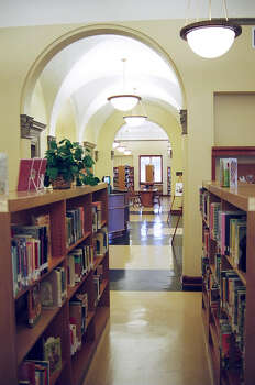 San Pedro Library Photo: PAULA HUNT, SAN ANTONIO EXPRESS-NEWS / SAN ANTONIO EXPRESS-NEWS