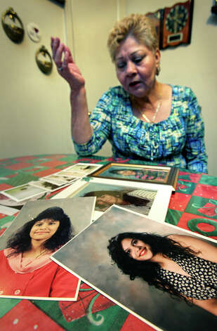 Gloria Herrera shows her favorite pictures of her daughter, Elizabeth Ramirez, Friday, Dec. 3, 2010. (Photo by Bob Owen/Express-News) Photo: BOB OWEN, SAN ANTONIO EXPRESS-NEWS / SAN ANTONIO EXPRESS-NEWS