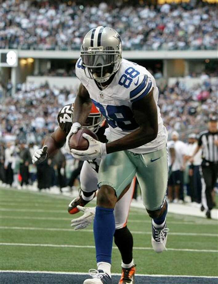 Dallas Cowboys wide receiver Dez Bryant (88) grabs a touchdown in front of Cleveland Browns' Sheldon Brown, rear, in the second half of an NFL football game Sunday, Nov. 18, 2012, in Arlington, Texas. (AP Photo/Brandon Wade) Photo: Brandon Wade, Associated Press / FR168019 AP