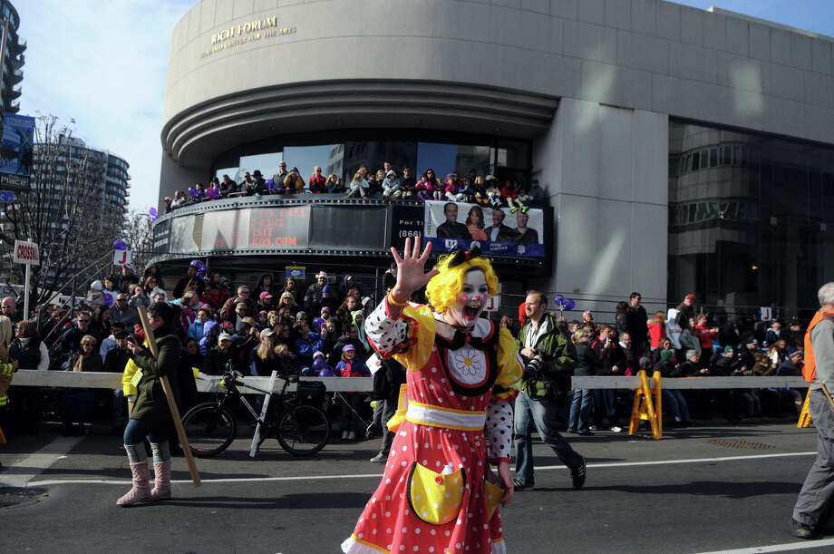 Advocate reporter Maggie Gordon brings GoGo the Clown to life at the UBS Parade Spectacular in Stamford, Conn., Nov. 18, 2012. Photo: Keelin Daly / Stamford Advocate Freelance