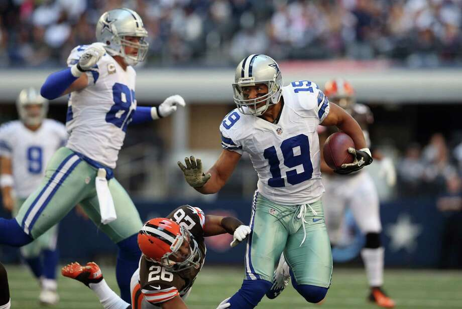 Miles Austin #19 of the Dallas Cowboys runs the ball against  Trevin Wade #26 of the Cleveland Browns at Cowboys Stadium on November 18, 2012 in Arlington, Texas. Photo: Ronald Martinez, Getty Images / 2012 Getty Images