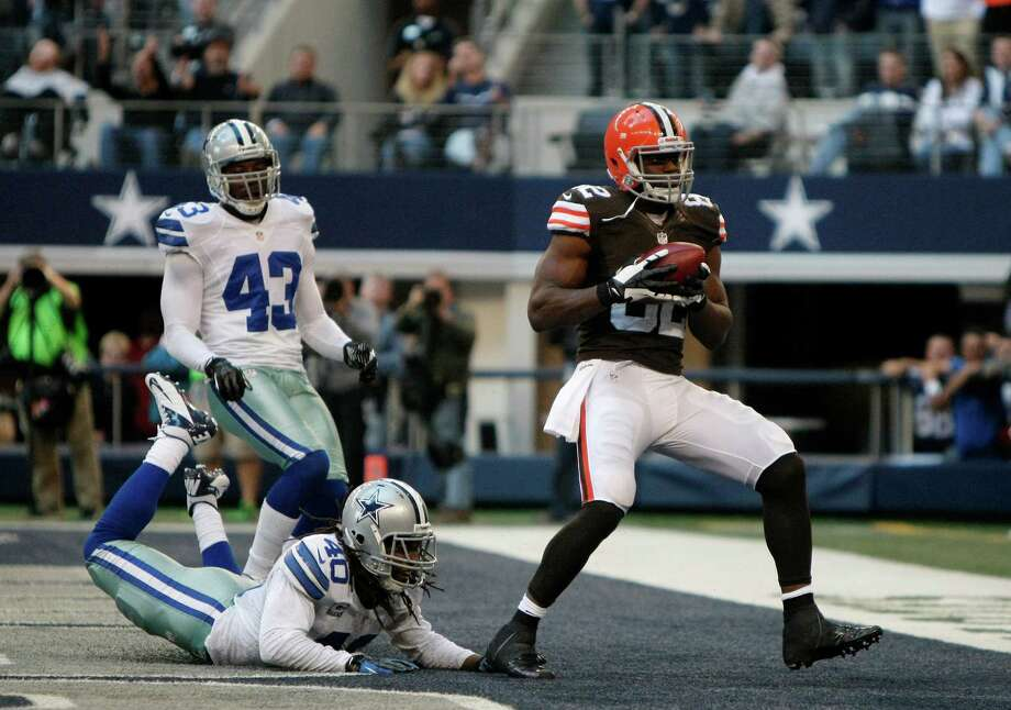 Dallas Cowboys free safety Gerald Sensabaugh (43) and Danny McCray (40) bottom, watch as Cleveland Browns tight end Benjamin Watson (82) grabs a touchdown pass late in the second half of an NFL football game Sunday, Nov. 18, 2012, in Arlington, Texas. (AP Photo/Brandon Wade) Photo: Brandon Wade, Associated Press / FR168019 AP