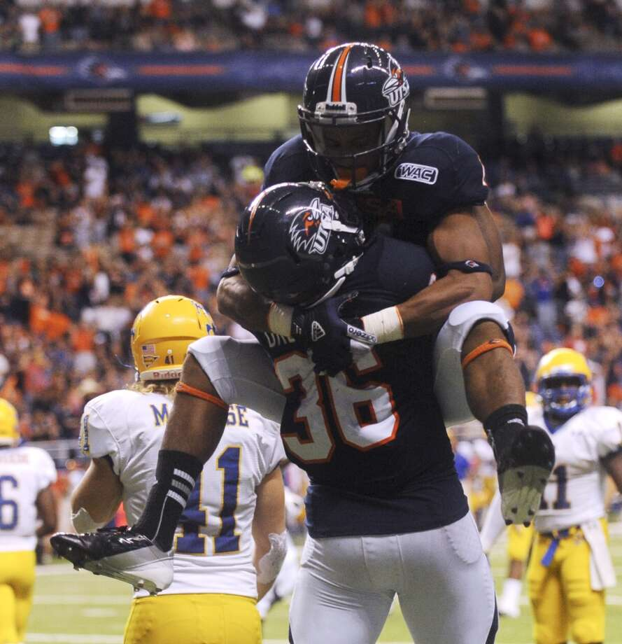 10. UTSA (7-4, next game Saturday vs. Texas State) –  Quick show of hands please from everybody who thought Roadrunners  would have a winning season by their second as a program? But they need to protect potential leads better if Eric Soza is going to exact any revenge against his old Texas State team Saturday at the Alamodome.  (Billy Calzada / San Antonio Express-News)