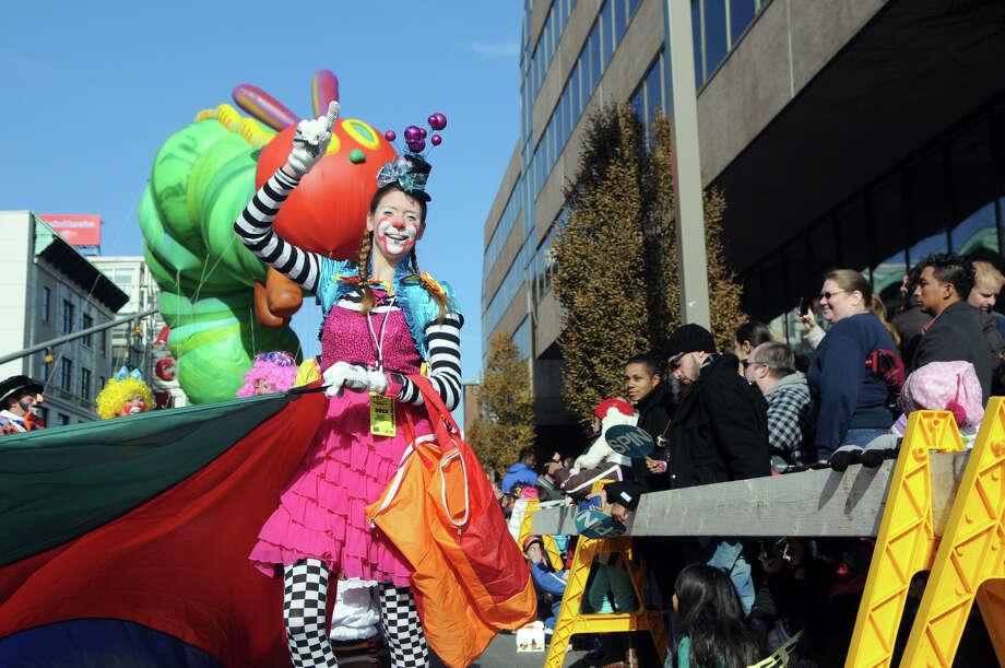 Cirque-tacular clown Emily Season performs during the UBS Parade Spectacular in Stamford, Conn., Nov. 18, 2012. Photo: Keelin Daly / Stamford Advocate Freelance
