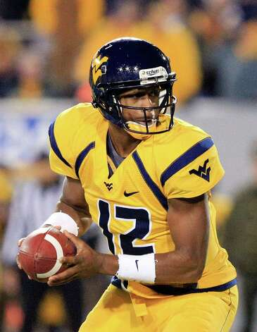 West Virginia's Geno Smith (12) goes to hand off the ball during their NCAA college football game against Oklahoma in Morgantown, W.Va., on Saturday, Nov. 17, 2012. Oklahoma won 50-49. (AP Photo/Christopher Jackson) Photo: Christopher Jackson, Wires / FRE 170573 AP