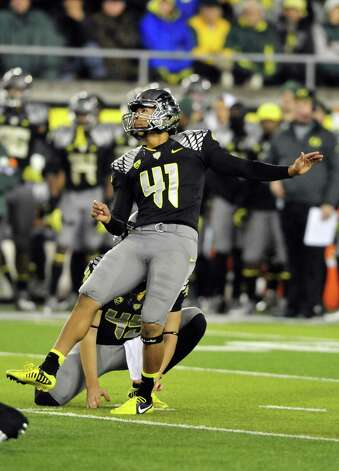 EUGENE, OR - NOVEMBER 17: Kicker Alejandro Maldonado #41 of the Oregon Ducks watches as his field goal attempt misses in over time of the game against the Stanford Cardinal at Autzen Stadium on November 17, 2012 in Eugene, Oregon. Stanford won the game 17-14 in overtime. (Photo by Steve Dykes/Getty Images) Photo: Steve Dykes, Wires / 2012 Getty Images