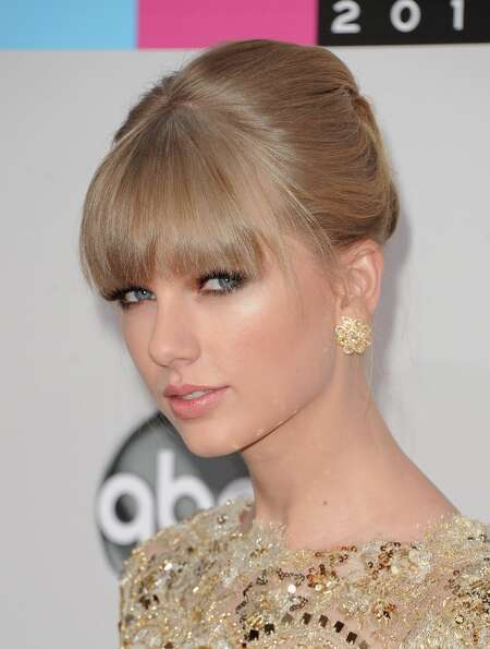 Singer Taylor Swift attends the 40th American Music Awards held at Nokia Theatre L.A. Live on Novemb