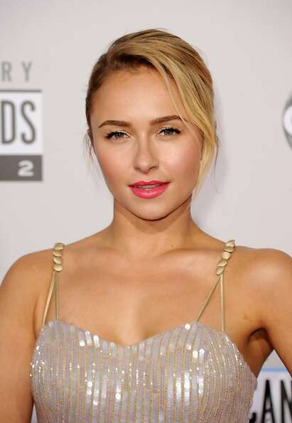 LOS ANGELES, CA - NOVEMBER 18:  Actress Hayden Panettiere attends the 40th American Music Awards hel