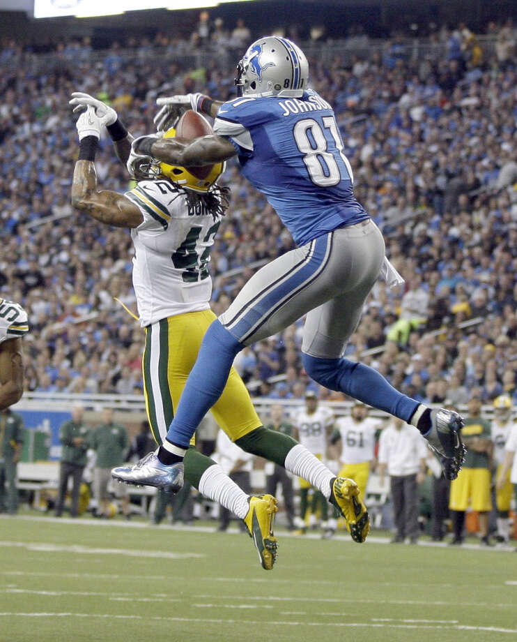 Calvin Johnson (81) outduels the Packers' Morgan Burnett for a 25-yard TD catch in the third quarter. Photo: JULIAN H. GONZALEZ, MBR / Detroit Free Press