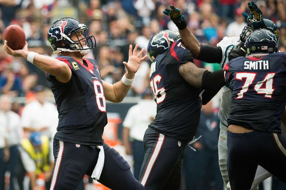 Texans quarterback Matt Schaub (8) tosses a touchdown pass to Garrett Graham to tie the game late in the fourth quarter. (Smiley N. Pool / Houston Chronicle)