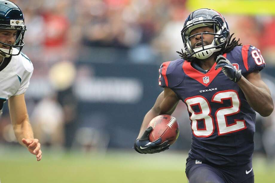 Texans wide receiver Keshawn Martin (82) runs up the field on his 71-yard punt return during the fourth quarter. (Karen Warren / Houston Chronicle)