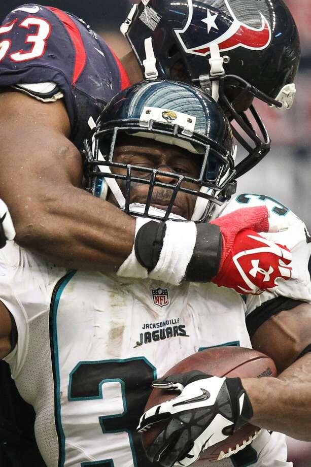 Texans inside linebacker Bradie James (53) stops Jaguars running back Jalen Parmele (34) during the third quarter. (Nick de la Torre / Houston Chronicle)