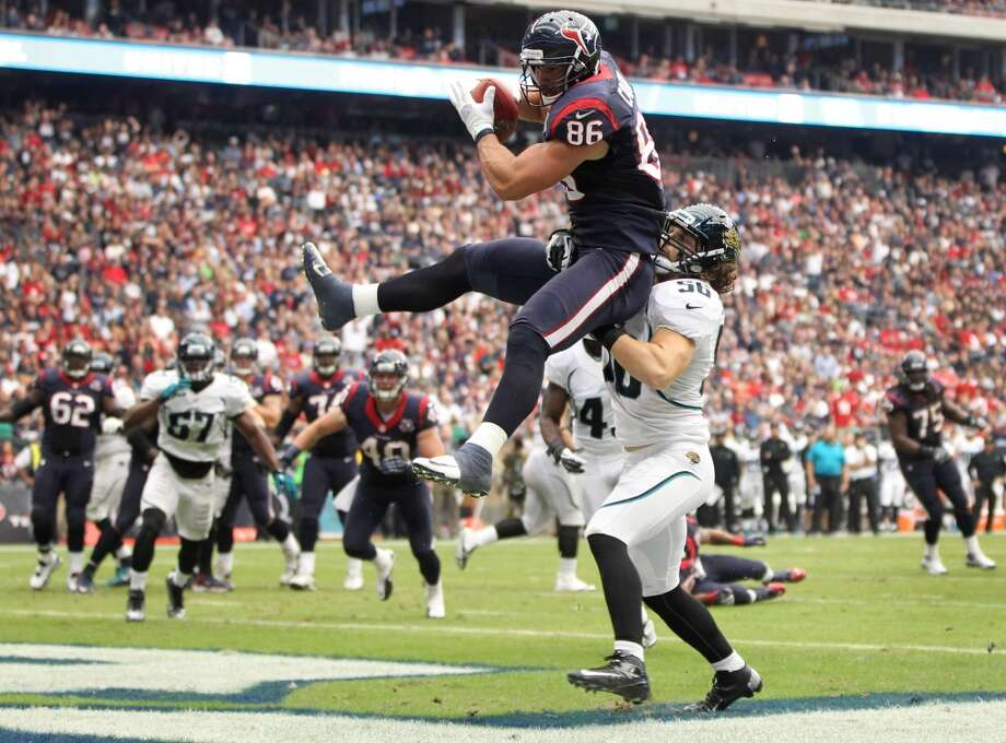 Texans fullback James Casey (86) catches a touchdown pass as Jaguars outside linebacker Kyle Bosworth (56) defends during the second quarter. (Karen Warren / Houston Chronicle)