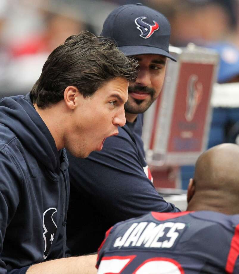 Texans inside linebacker Brian Cushing sits on the bench with Shaun Cody and Bradie James during the second quarter. (Nick de la Torre / Houston Chronicle)