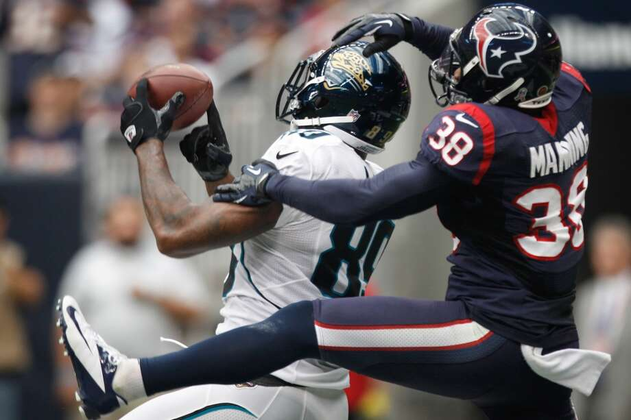 Jaguars tight end Marcedes Lewis (89) catches a touchdown pass as Houston Texans free safety Danieal Manning (38) defends during the first quarter. (Brett Coomer / Houston Chronicle)