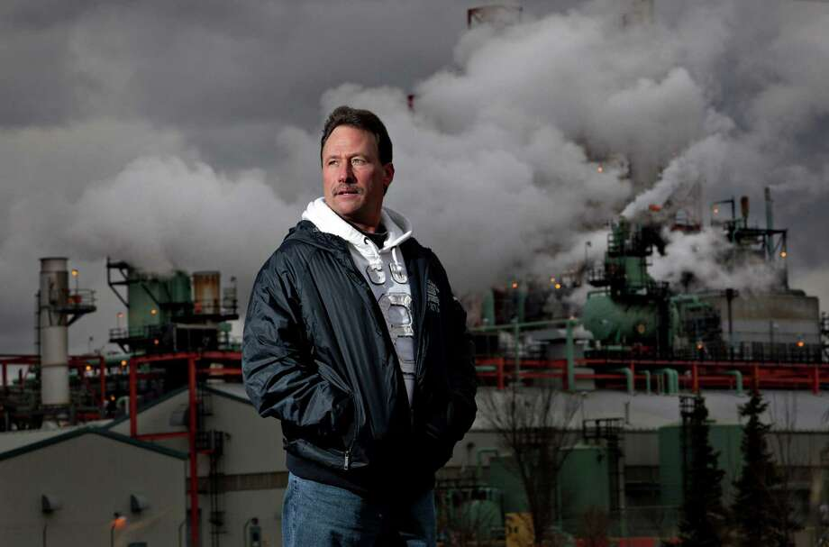 Pipefitter Scott Zarembski, originally from Detroit, has prospered by working in the oil industry in the Canadian city of Edmonton. Canadian employers and officials have been recruiting U.S. workers to fill a skilled labor shortage. Photo: JASON FRANSON, STR / Los Angeles Times
