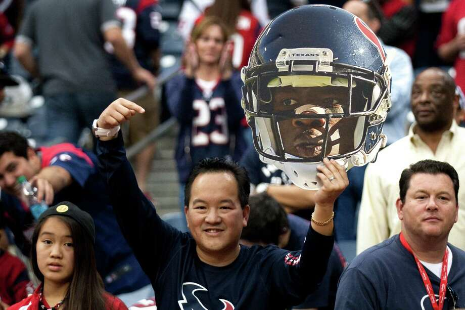 A Texans fan holds up a giant Andre Johnson head after Johnson scored the game-winning touchdown against Jacksonville. Photo: Brett Coomer, Houston Chronicle / © 2012  Houston Chronicle
