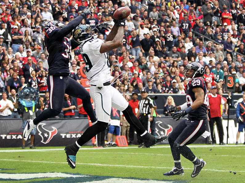 Jaguars tight end Marcedes Lewis (89) catches a 13-yard touchdown pass as Texans free safety Danieal