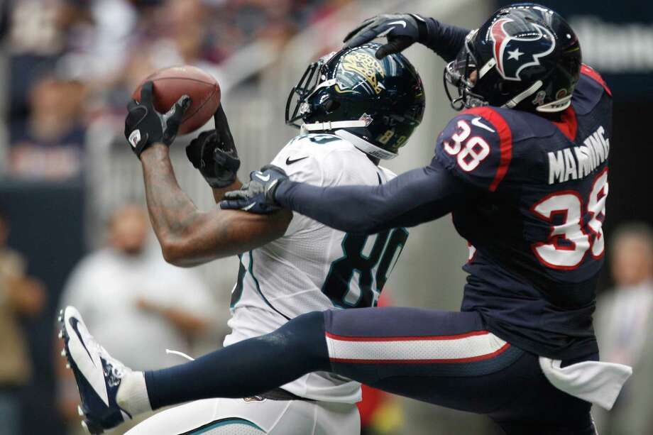 Jaguars tight end Marcedes Lewis (89) catches a touchdown pass as Texans free safety Danieal Manning (38) defends. Photo: Brett Coomer, Houston Chronicle / © 2012  Houston Chronicle