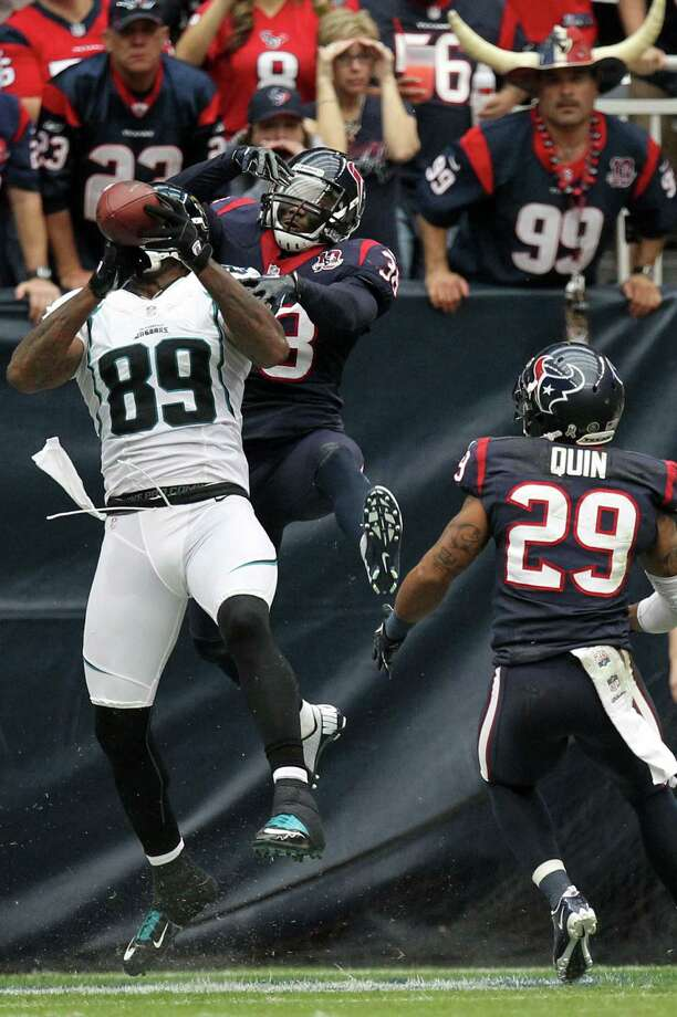 Jaguars tight end Marcedes Lewis (89) catches a 13-yard touchdown pass as Texans free safety Danieal Manning (38)defends. Photo: Nick De La Torre, Houston Chronicle / © 2012  Houston Chronicle