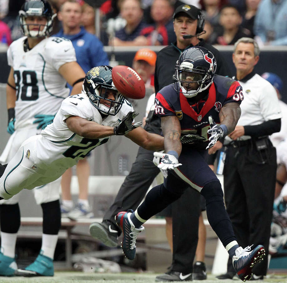 Jaguars cornerback Derek Cox (21) breaks up a pass intended for Texans wide receiver Andre Johnson (80) during the first quarter. Photo: Nick De La Torre, Houston Chronicle / © 2012  Houston Chronicle