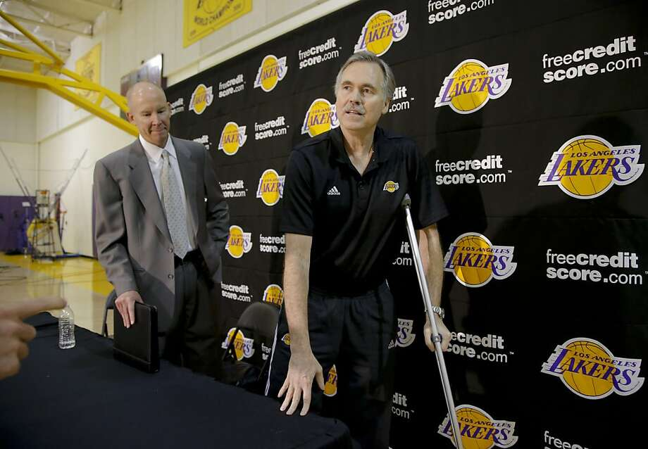 Mike D'Antoni, who recently had a knee replaced, is not ready to be on the Lakers' bench during games. Photo: Jae C. Hong, Associated Press