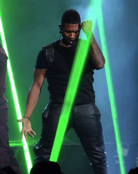 Singer Usher kicked off the the 40th American Music Awards with a lasertastic performance at Nokia T