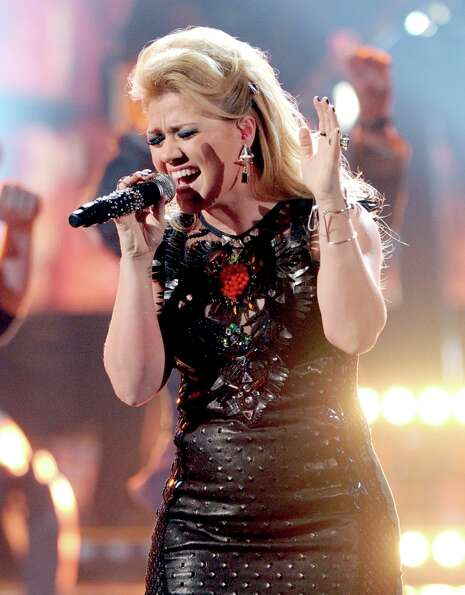 Singer Kelly Clarkson performs onstage during the 40th American Music Awards held at Nokia Theatre L